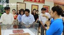 Hơn 200 hiện vật quý hiếm về nghề thêu, dệt truyền thống lần đầu ra mắt công chúng