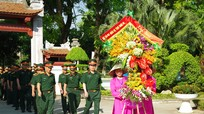 Bộ CHQS Nghệ An dâng hoa tại Khu di tích Kim Liên