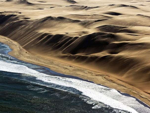 Chiêm ngưỡng vẻ đẹp kì lạ của trái đất qua 25 bức ảnh - ảnh 19